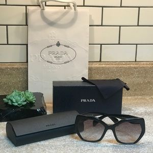 Prada Sunglasses 🕶